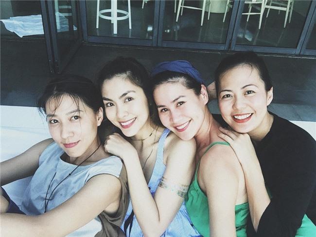 Hội bạn thân Hà Tăng: 10 năm từ các cô gái đôi mươi đến những người mẹ bỉm sữa vẫn bên nhau như tri kỉ! - Ảnh 1.