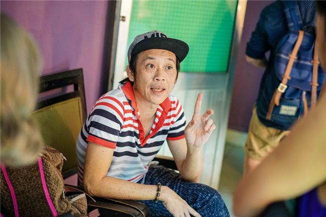 Hoai Linh an voi trong hau truong live show Kieu Minh Tuan hinh anh 1