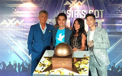 Chàng trai người Việt đi thi Asias Got Talent bị dân mạng chỉ trích là trò cười trên truyền hình - Ảnh 4.