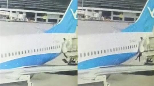 Tiếp viên rơi khỏi máy bay trong lúc chuẩn bị đồ ăn - Ảnh 1.