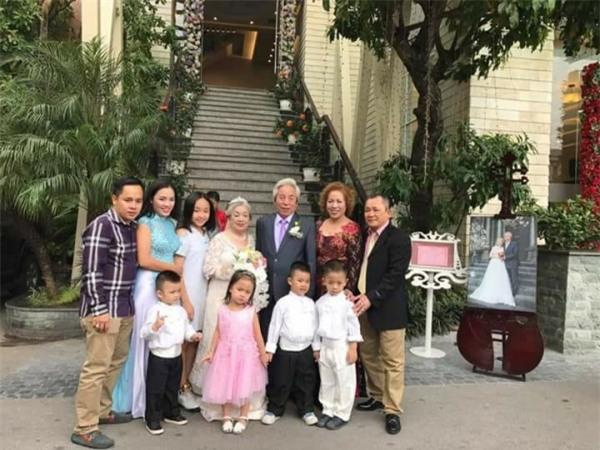 Đám cưới ông bà anh: Cặp vợ chồng già 80 tuổi tổ chức tiệc linh đình gây bão mạng-1