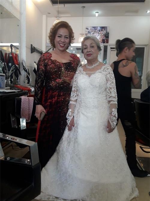 Đám cưới ông bà anh: Cặp vợ chồng già 80 tuổi tổ chức tiệc linh đình gây bão mạng-3