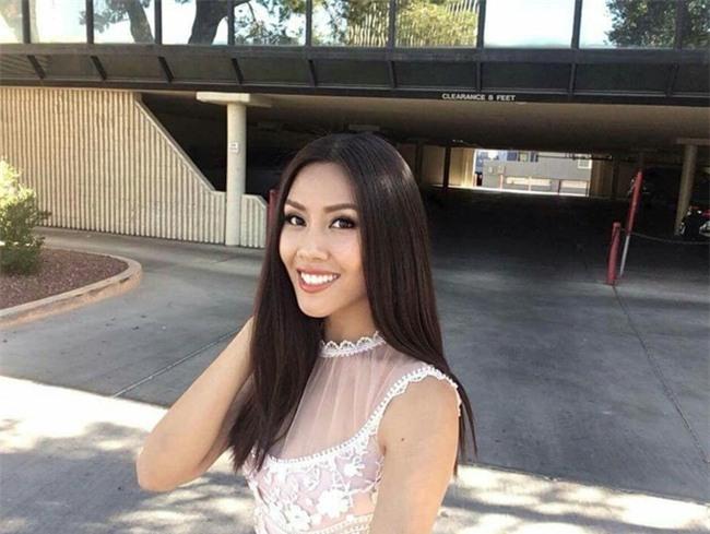 Đặt chân sang Mỹ tham dự Miss Universe 2017, Nguyễn Thị Loan đã mắc lỗi trang phục ngay ngày đầu tiên - Ảnh 8.
