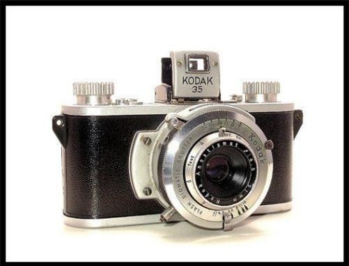 Sự thực phía sau bức ảnh xuyên không nổi tiếng: Mặc áo thể thao, đeo kính râm, cầm máy ảnh cơ vào năm 1941! - Ảnh 4.