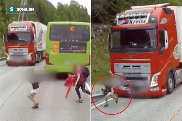 Clip: Khoảnh khắc đáng sợ khi một cậu bé chạy qua đường, suýt bị xe tải đè bẹp - Ảnh 2.