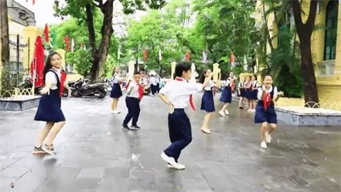 Clip kỉ niệm 100 năm thành lập trường cool như MV ca nhạc của học sinh Trưng Vương-2