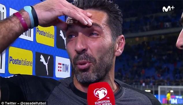 Buffon khóc nức nở, thông báo chia tay đội tuyển Italia - Ảnh 1.