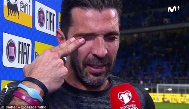 Buffon khóc nức nở, thông báo chia tay đội tuyển Italia - Ảnh 2.