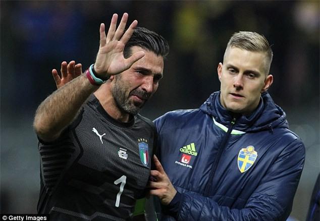 Buffon khóc nức nở, thông báo chia tay đội tuyển Italia - Ảnh 4.