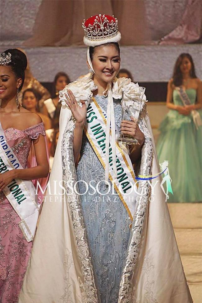 Nhan sắc xinh đẹp của đại diện Indonesia, cô gái đánh bại hơn 70 đối thủ vừa đăng quang Miss International 2017 - Ảnh 2.