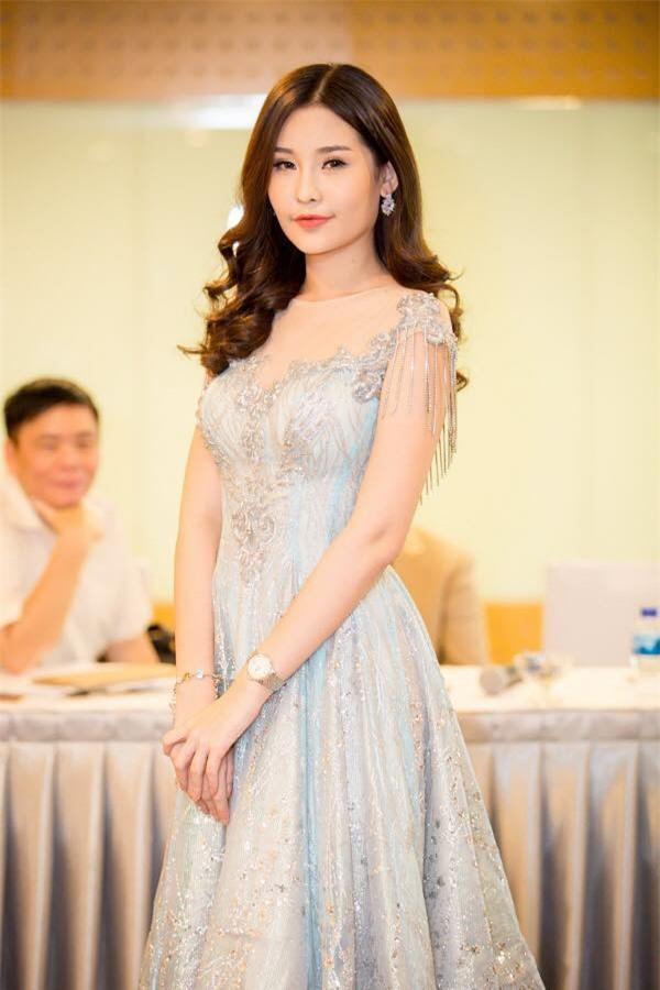 Hoa hậu Ngân Anh: Tôi can đảm tháo sụn mũi còn Nguyễn Thị Thành không tháo răng nên không thể so sánh được - Ảnh 1.