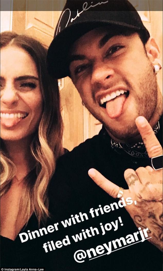 Neymar tiệc tùng với mỹ nhân gây sốt ở Gala The Best 2017 - Ảnh 1.