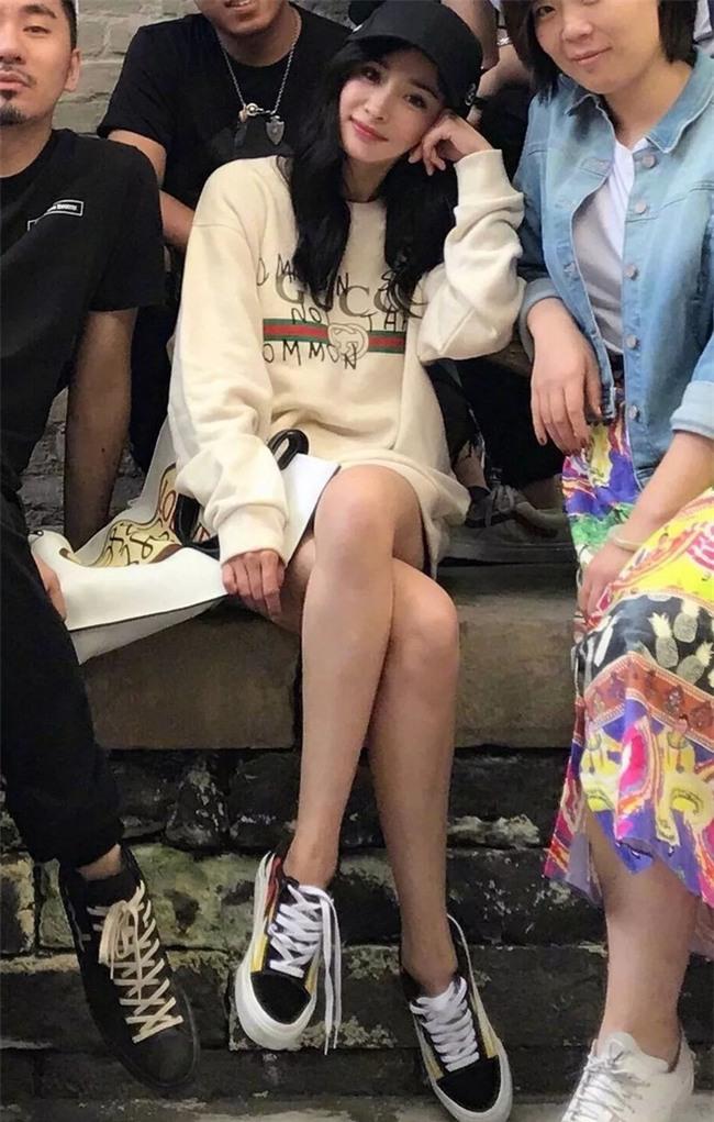 Đơn giản hết mức, nhưng áo phông của Gucci vẫn được các sao Việt và các fashionista thi nhau mặc - Ảnh 13.