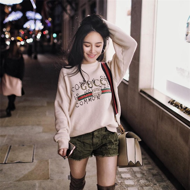 Đơn giản hết mức, nhưng áo phông của Gucci vẫn được các sao Việt và các fashionista thi nhau mặc - Ảnh 22.