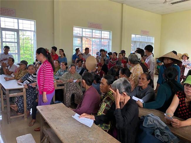 Thủy Tiên quyên góp hơn nửa tỷ đồng, cùng Công Vinh tới Phú Yên để trao cho đồng bào vùng lũ - Ảnh 6.
