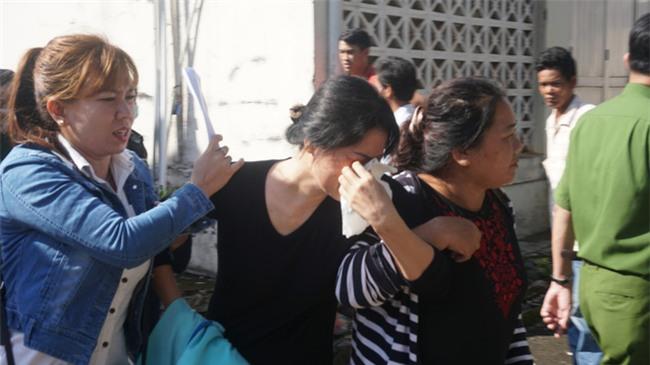 Mẹ tử tù Nguyễn Hải Dương khóc ngất khi nhìn thi thể con lần cuối - Ảnh 6.