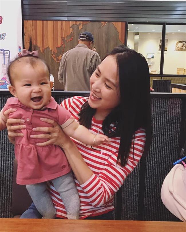 Chân dung cô vợ 9X xinh đẹp, khéo léo được anh Hai Lam Trường khen hết lời - Ảnh 19.