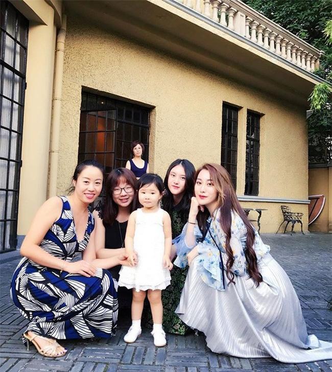 Cuộc sống xa hoa hưởng thụ của tiểu thư thuộc thế hệ siêu giàu thứ hai Trung Quốc - Ảnh 5.