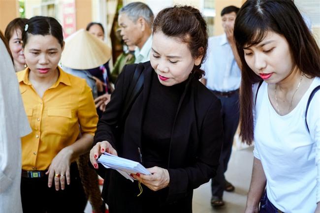 Hồ Ngọc Hà cùng mẹ về miền Trung hỗ trợ bà con sau bão Damrey - Ảnh 18.