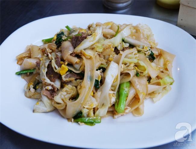 Những món ăn đường phố chỉ nhìn thôi đã ứa nước miếng thèm thuồng của Campuchia - Ảnh 1.