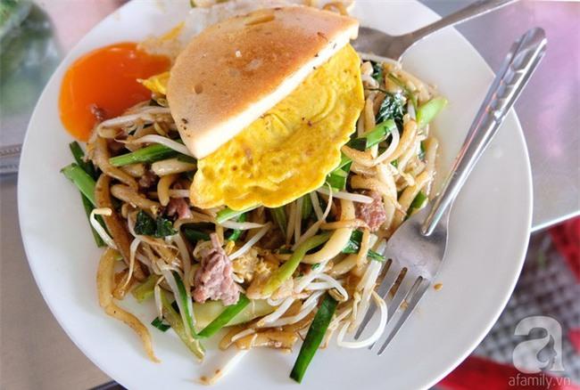 Những món ăn đường phố chỉ nhìn thôi đã ứa nước miếng thèm thuồng của Campuchia - Ảnh 2.