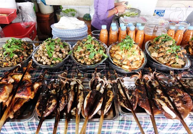 Những món ăn đường phố chỉ nhìn thôi đã ứa nước miếng thèm thuồng của Campuchia - Ảnh 5.