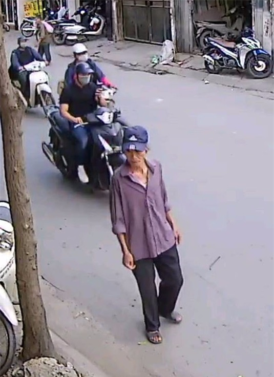 Clip: Cụ ông run rẩy nhưng ăn trộm xe đạp nhanh như cắt trên phố Hà Nội