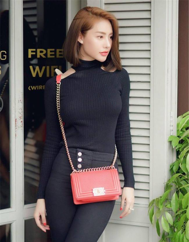 Street style tuần này: Angela Phương Trinh diện váy ôm già chát, Kỳ Duyên nổi bật vì dát hàng hiệu từ đầu tới chân - Ảnh 12.