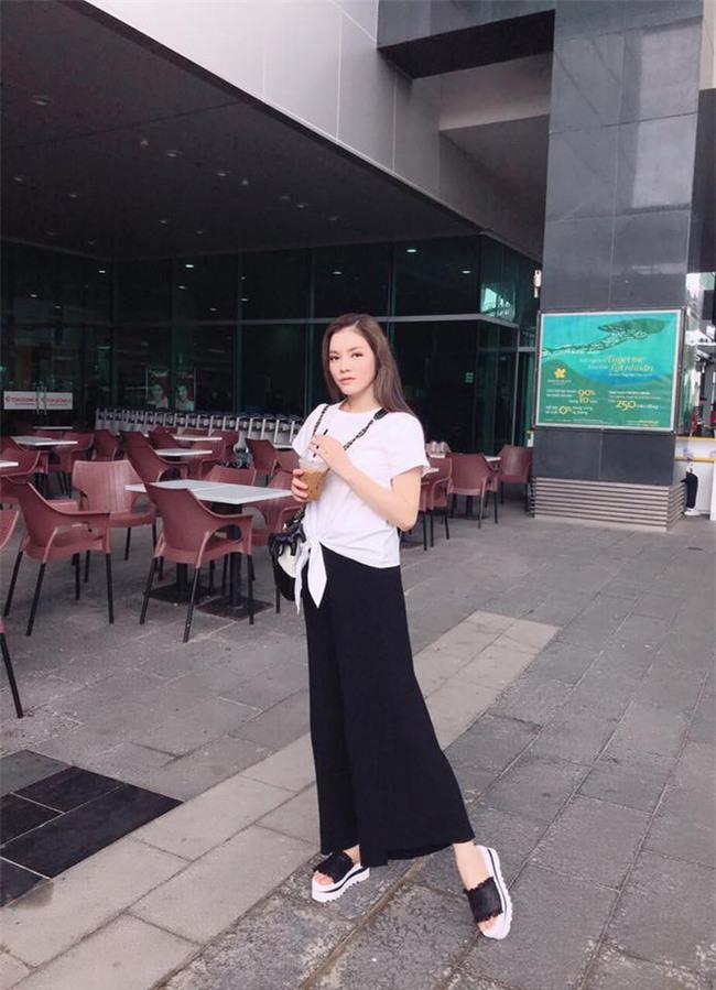 Street style tuần này: Angela Phương Trinh diện váy ôm già chát, Kỳ Duyên nổi bật vì dát hàng hiệu từ đầu tới chân - Ảnh 13.