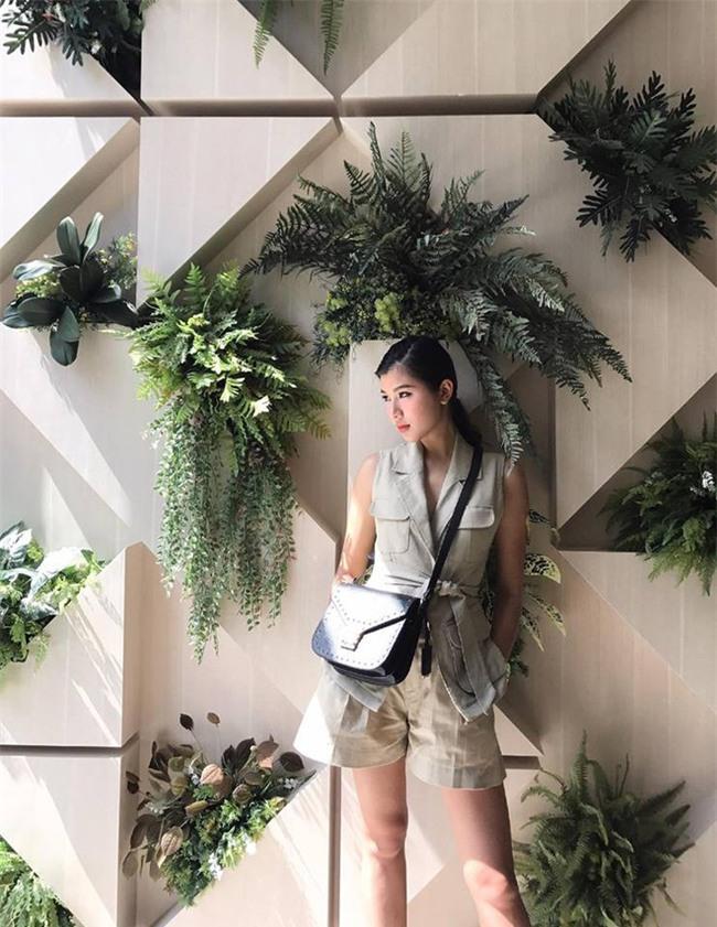 Street style tuần này: Angela Phương Trinh diện váy ôm già chát, Kỳ Duyên nổi bật vì dát hàng hiệu từ đầu tới chân - Ảnh 14.