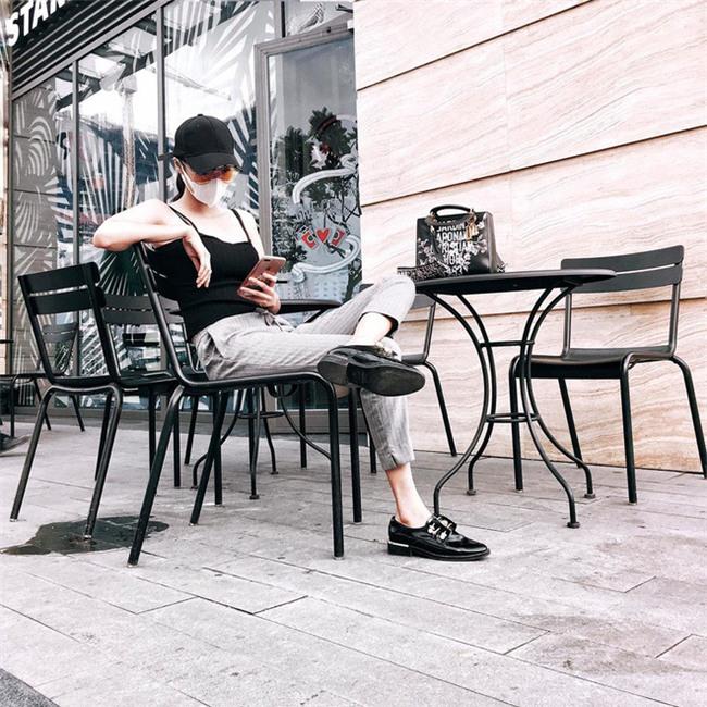 Street style tuần này: Angela Phương Trinh diện váy ôm già chát, Kỳ Duyên nổi bật vì dát hàng hiệu từ đầu tới chân - Ảnh 5.