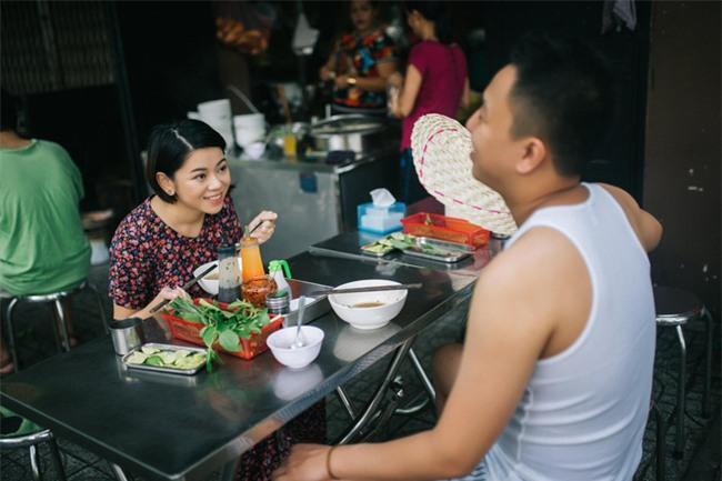 Chẳng ai như cặp đôi này, đi ăn sáng tiện thể chụp ảnh cưới vậy mà vẫn hút cả nghìn like - Ảnh 9.