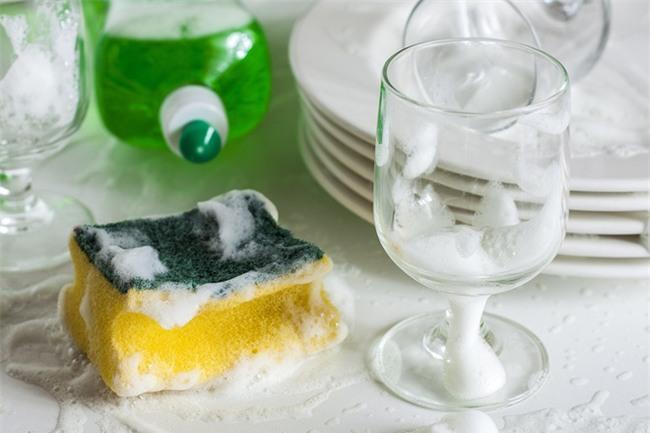 Những vật dụng bẩn nhất trong nhà gây hại sức khỏe mà bạn vẫn chạm vào mỗi ngày - Ảnh 1.