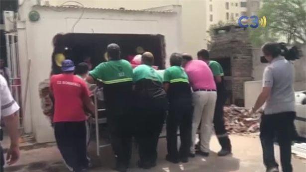 """Sở hữu thân hình """"quá khổ"""", cô nàng phải nhờ người phá tường để đưa đi bệnh viện phẫu thuật giảm béo - Ảnh 3."""