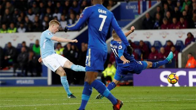 De Bruyne tung cú sút sấm sét phá lưới Leicester