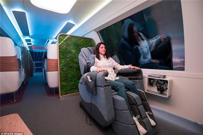 Hết ô-tô, giờ đến tàu điện cũng tự động lái: Có ghế chống rung, máy tính bảng, phòng tập gym với trợ lý ảo - Ảnh 5.