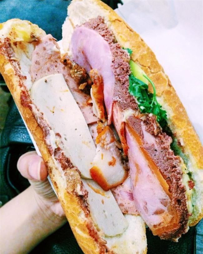 Khám phá chiếc bánh mì giá 2,3 triệu đồng ở Sài Gòn, chỉ hội con nhà giàu mới có thể ăn không nghĩ ngợi - Ảnh 2.