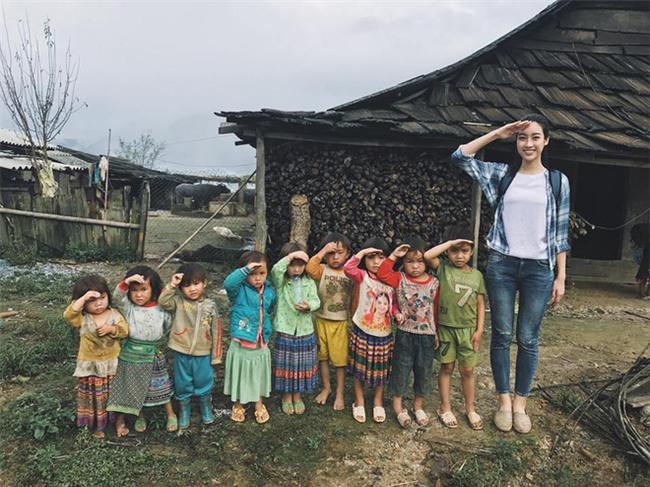 Đỗ Mỹ Linh - Nàng Hoa hậu Nhân Ái luôn ghi điểm trong mắt mọi người với phong cách thời trang giản dị - Ảnh 2.