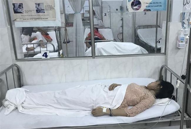 Nhiều giáo viên ở Sài Gòn nhập viện khi ăn tiệc mừng 20/11