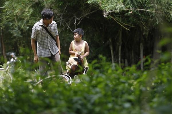 Ông bố nông dân Lương Mạnh Hải la hét hoảng loạn khi bị cua kẹp-2