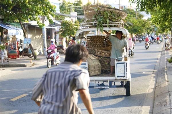 Ông bố nông dân Lương Mạnh Hải la hét hoảng loạn khi bị cua kẹp-5