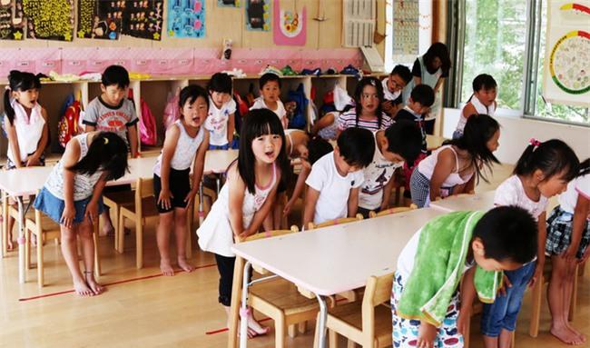 15 quy định hà khắc trong trường học Nhật Bản sẽ khiến con phải biết ơn vì độ mềm mỏng của bố mẹ ở nhà - Ảnh 2.