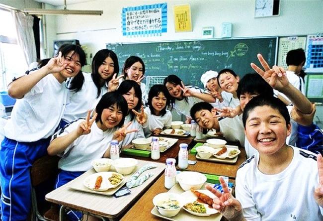 15 quy định hà khắc trong trường học Nhật Bản sẽ khiến con phải biết ơn vì độ mềm mỏng của bố mẹ ở nhà - Ảnh 3.
