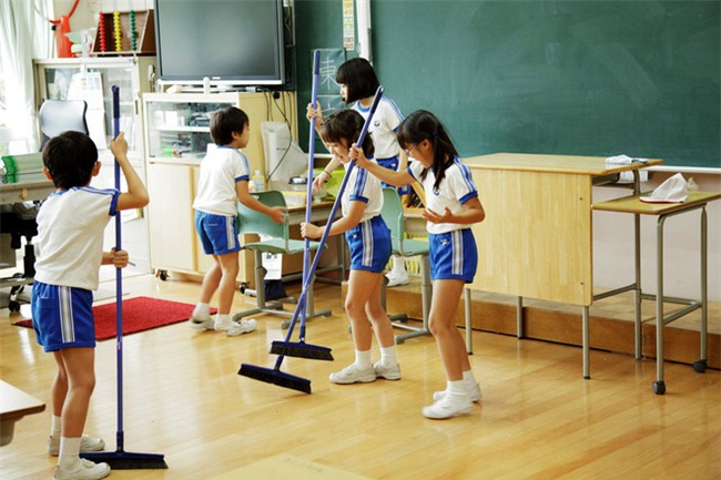 15 quy định hà khắc trong trường học Nhật Bản sẽ khiến con phải biết ơn vì độ mềm mỏng của bố mẹ ở nhà - Ảnh 4.