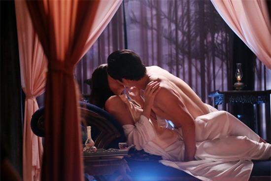 Đỏ mặt với cảnh nóng táo bạo của Thanh Hằng và bạn diễn nam nude 100%-2