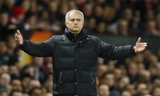 Nhân viên Man Utd kêu trời vì Mourinho không cho nghỉ Giáng sinh - Ảnh 1.