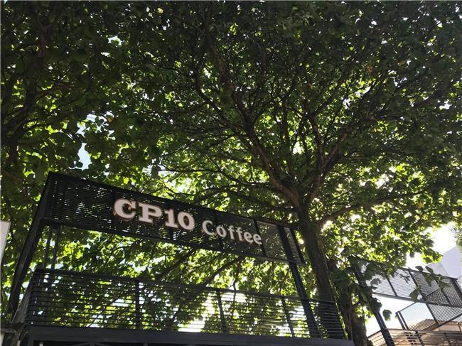 Cận cảnh quán cafe mới khai trương của Công Phượng - Ảnh 1.