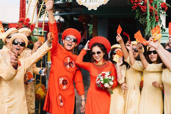 Những lễ đính hôn phá cách của các cặp thánh lầy khuấy đảo mùa cưới 2017 - Ảnh 1.