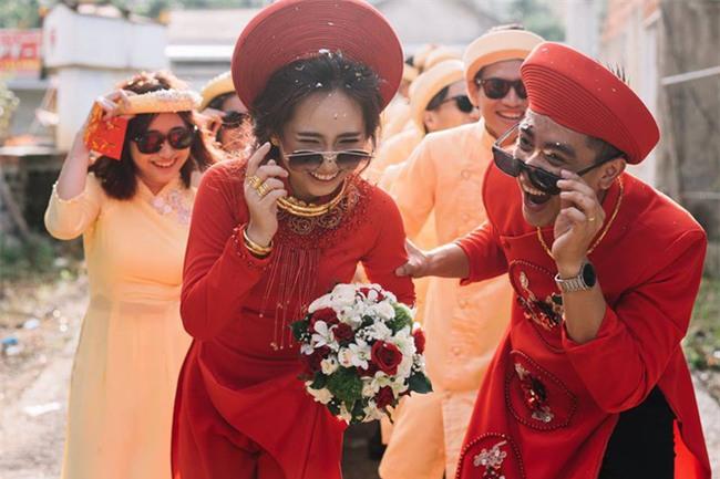 Những lễ đính hôn phá cách của các cặp thánh lầy khuấy đảo mùa cưới 2017 - Ảnh 2.