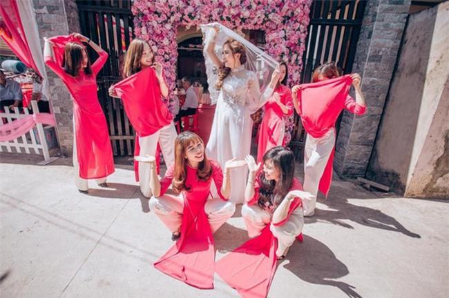 Những lễ đính hôn phá cách của các cặp thánh lầy khuấy đảo mùa cưới 2017 - Ảnh 20.